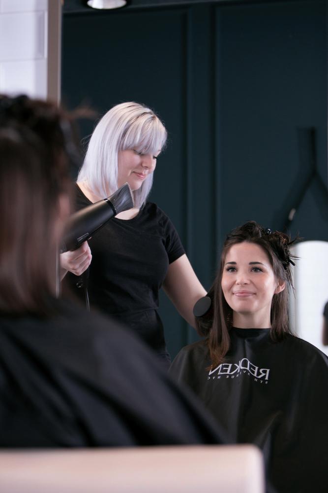Openingstijden van The Hair Compass zijn zeer ruim zodat u ook in de avond en in het weekend naar de kapper kunt